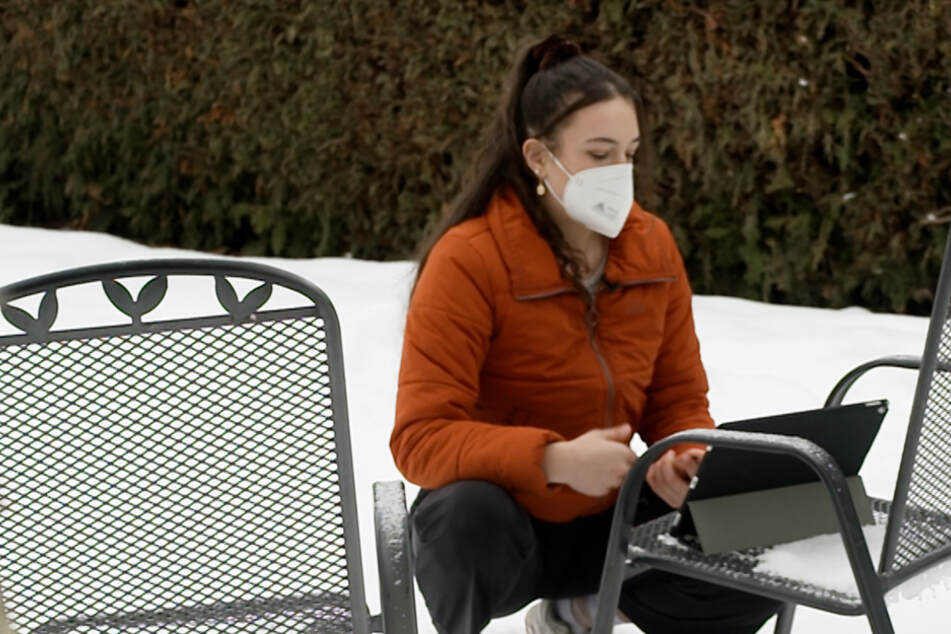 Homeschooling im Schnee: Schülerin muss Referat im Freien halten, dann geschieht ein Wunder