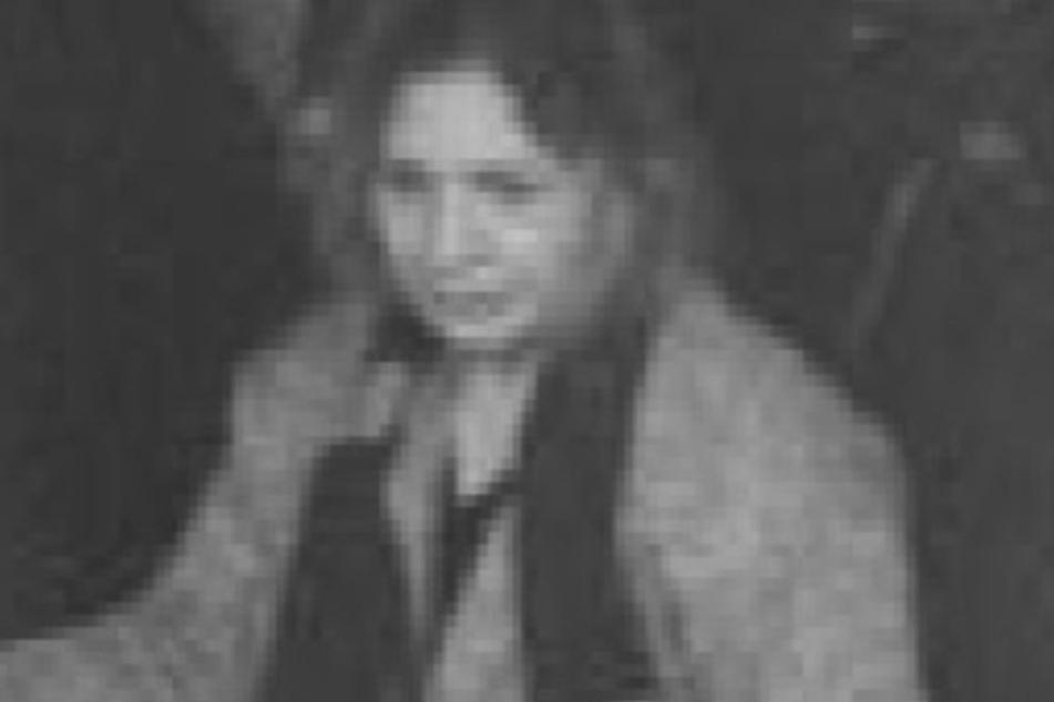 Die Polizei Köln sucht aktuell anhand eines Fahndungsfotos nach einer unbekannten Frau.