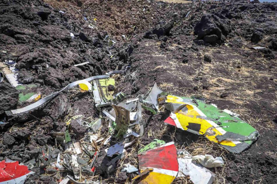 Trümmerteile des Flugzeug-Wracks nach dem Absturz der Boeing 737-8.