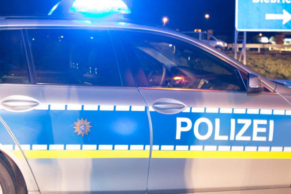 Mehreren Aufforderungen, endlich anzuhalten, kam der Flüchtige nicht nach. Aus dem Wagen ausgestiegen, rannte er zu Fuß weiter. (Symbolbild)