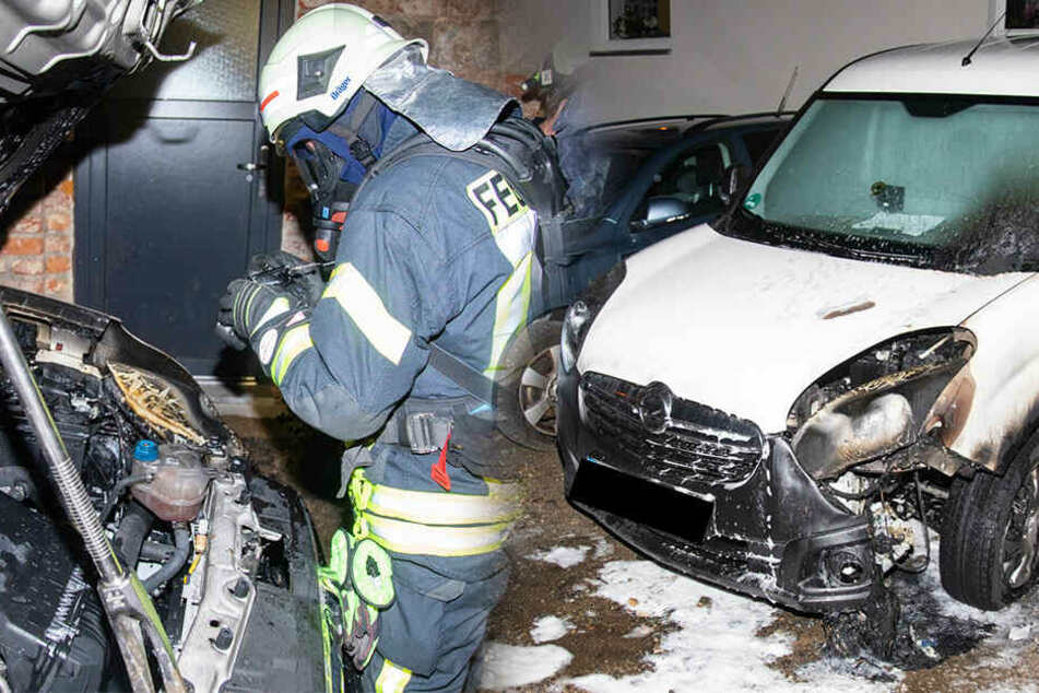 Polizei vermutet Brandstiftung! Mietauto steht in Bischofswerda in Flammen