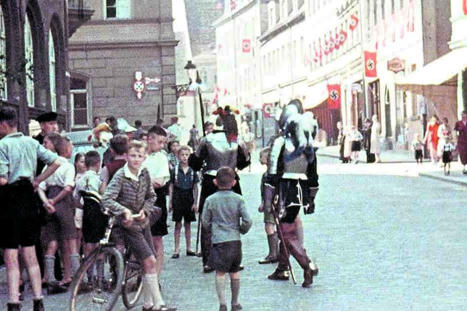 Eine der privat gefilmten Szenen: Moment des Alltags in einer Stadt zur Nazizeit.
