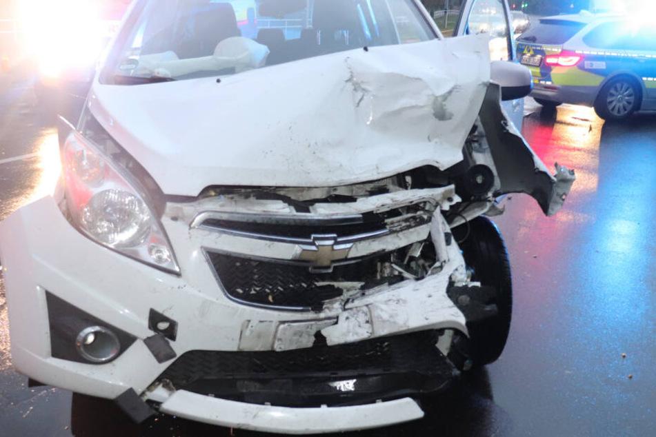 Der Chevrolet der Unfallverursacherin musste abgeschleppt werden.