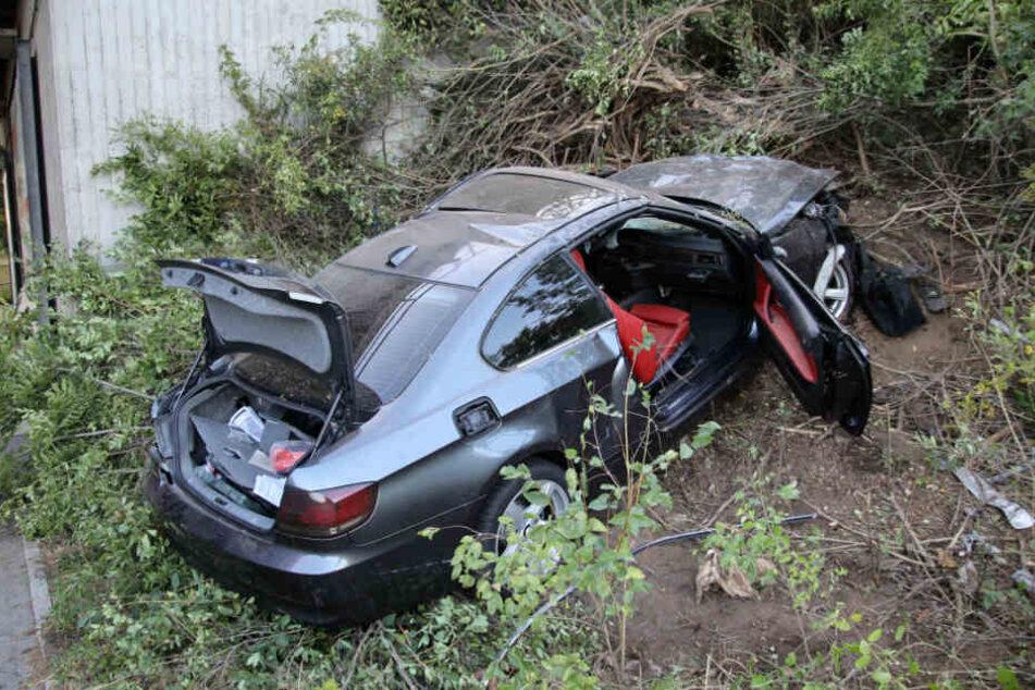 Der BMW-Fahrer rammte einen Brückenpfeiler.