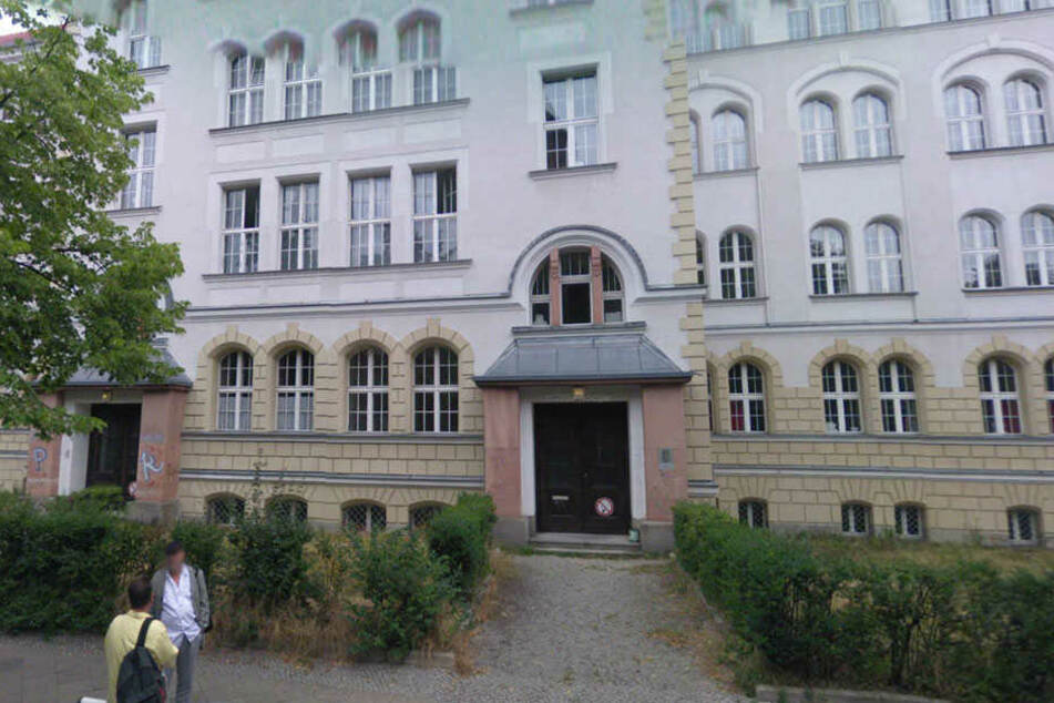 Der Junge besucht die Gesamtschule Friedenau.