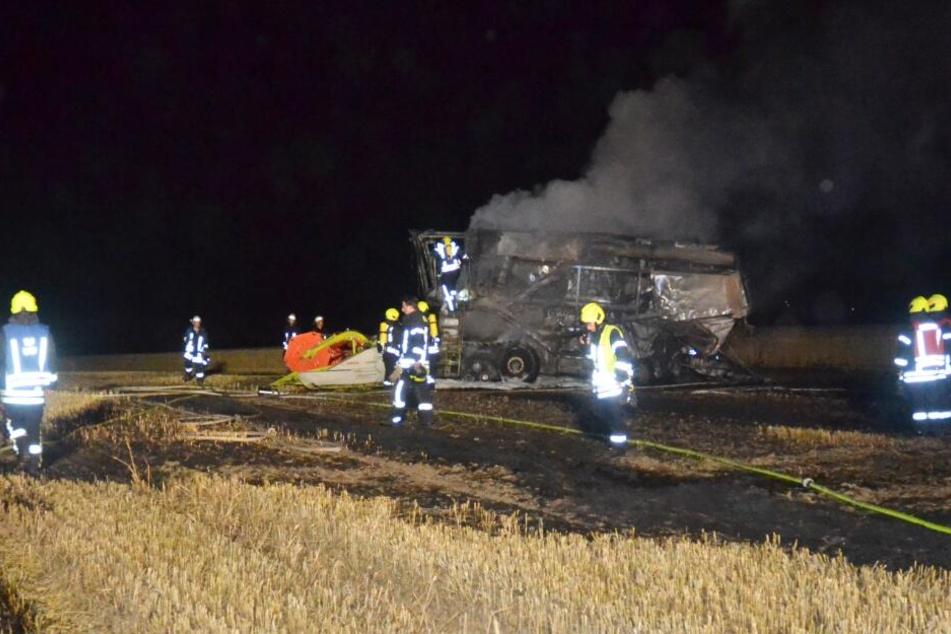 Ein großes Stück Feld brannte bei dem Feuer nieder.