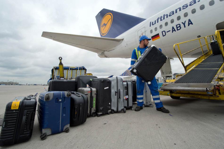 Die Bodenabfertiger des Frankfurter Flughafens kämpfen um ihre Jobs.
