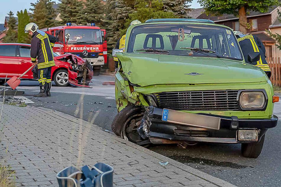 Vorfahrt missachtet? Skoda rammt Wartburg, Fahrerin verletzt