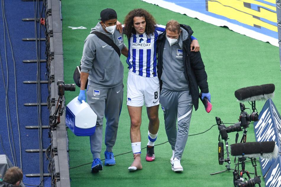 Beim Spiel gegen den SC Freiburg hat sich Herthas Mattéo Guendouzi (22) den Fuß verletzt.