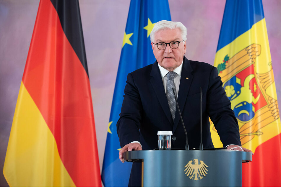 Bundespräsident Frank-Walter Steinmeier (65, SPD) spricht bei einer Pressekonferenz.