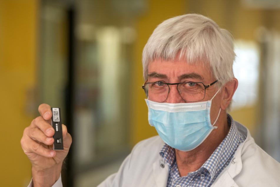"""Prof. Thomas Demant (67) arbeitet seit über 20 Jahren am Städtischen Klinikum Dresden: """"In welchem Umfang Schnelltests die Labore entlasten können, wird auch vom laufenden Vergleich mit den PCR-Tests abhängen."""""""