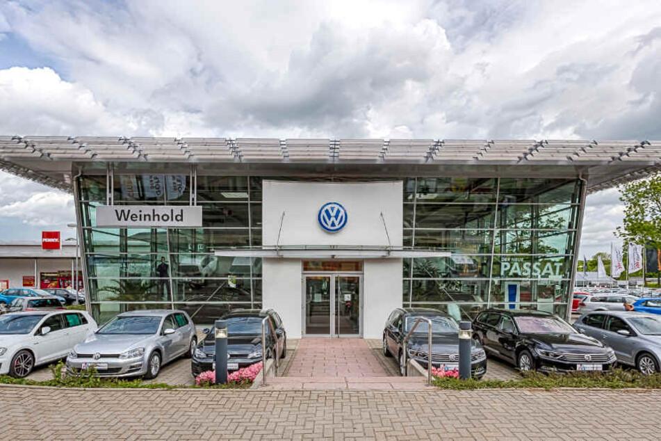 Das Autohaus Weinhold befindet sich auf der Erzbergerstr. 1a in Chemnitz.