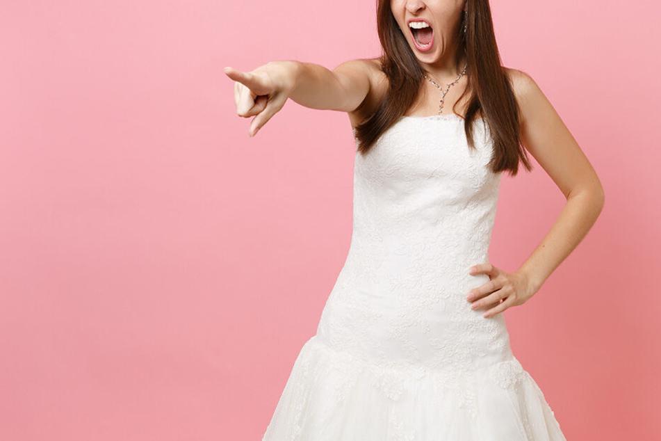 Die Bridezilla wollte verhindern, dass statt sie, die große Oberweite ihrer Freundin im Mittelpunkt steht.