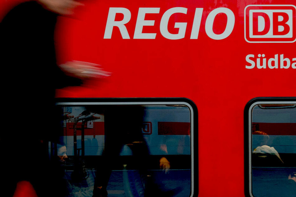 In einem Regionalzug verlor Mario Hellriegel sein Handy. Darauf waren seltene Bilder des verstorbenen Sohnes Liam. (Symbolbild)
