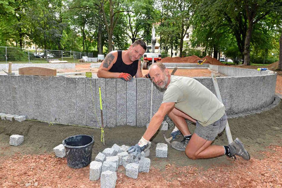 Die Grünanlage Rosenplatz wird von David Lohr (33) und Holger Böttrich (57) neu gestaltet. Auch hier sind sechs Bäume in schlechtem Zustand.