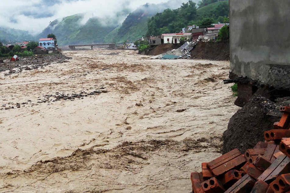 Bei Überschwemmungen in Vietnam kamen schon mindestens 26 Menschen ums Leben.
