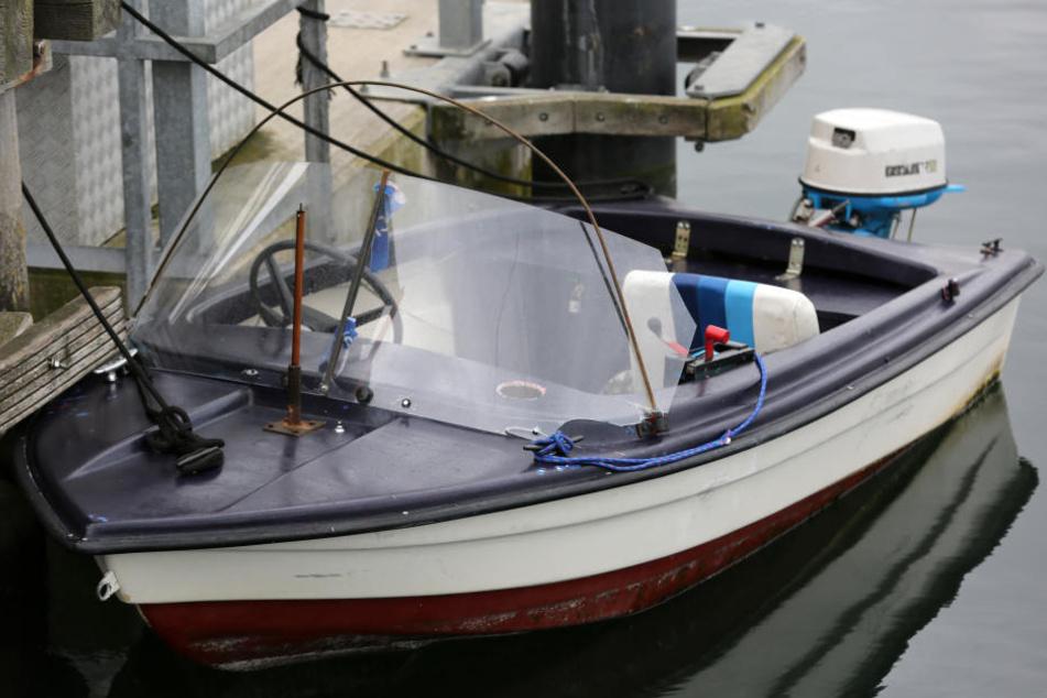 Die Ermittler suchen nun die Besitzer der Boots-Motoren. (Symbolbild)