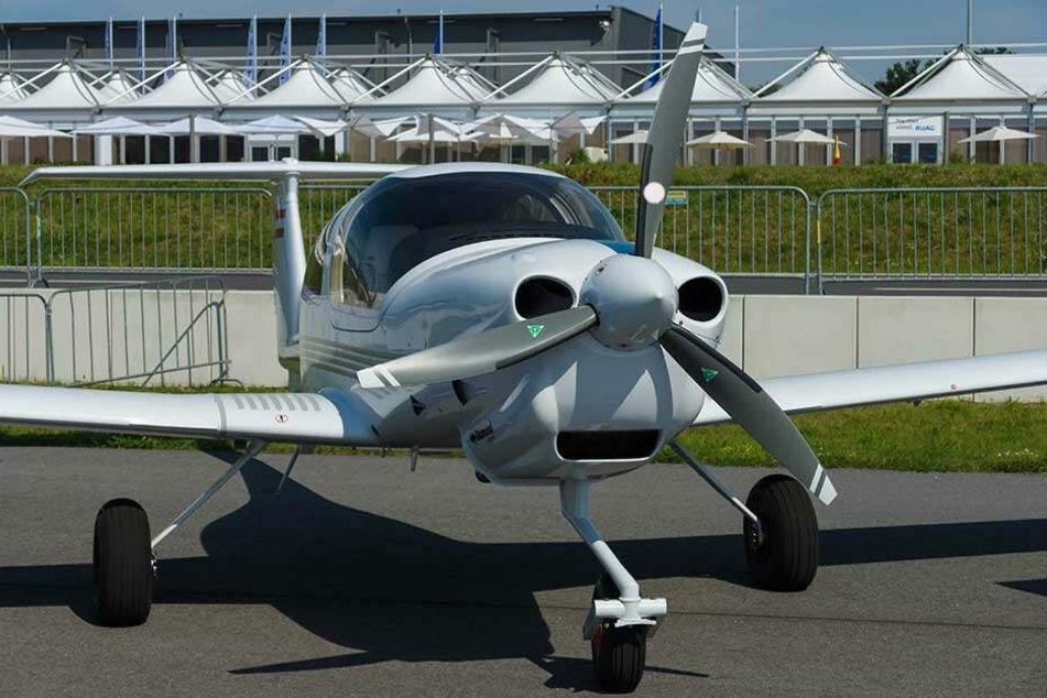 Mit der Diamond Star DA40 schrieb der Pilot die Botschaft an den Himmel.