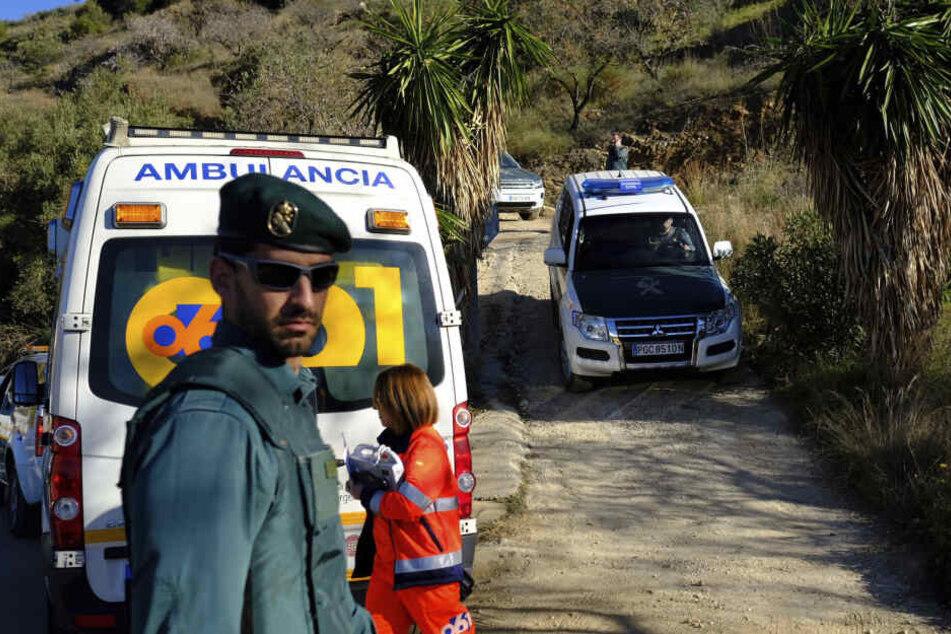 Rettungskräfte helfen bei der Suche nach einem zweijährigen Jungen