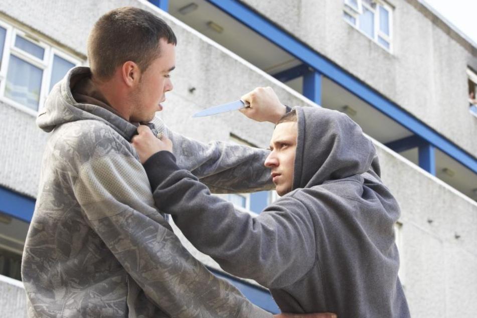 Durch die Messerattacke wurden im Handgemenge mindestens zwei Menschen verletzt. (Symboldbild)