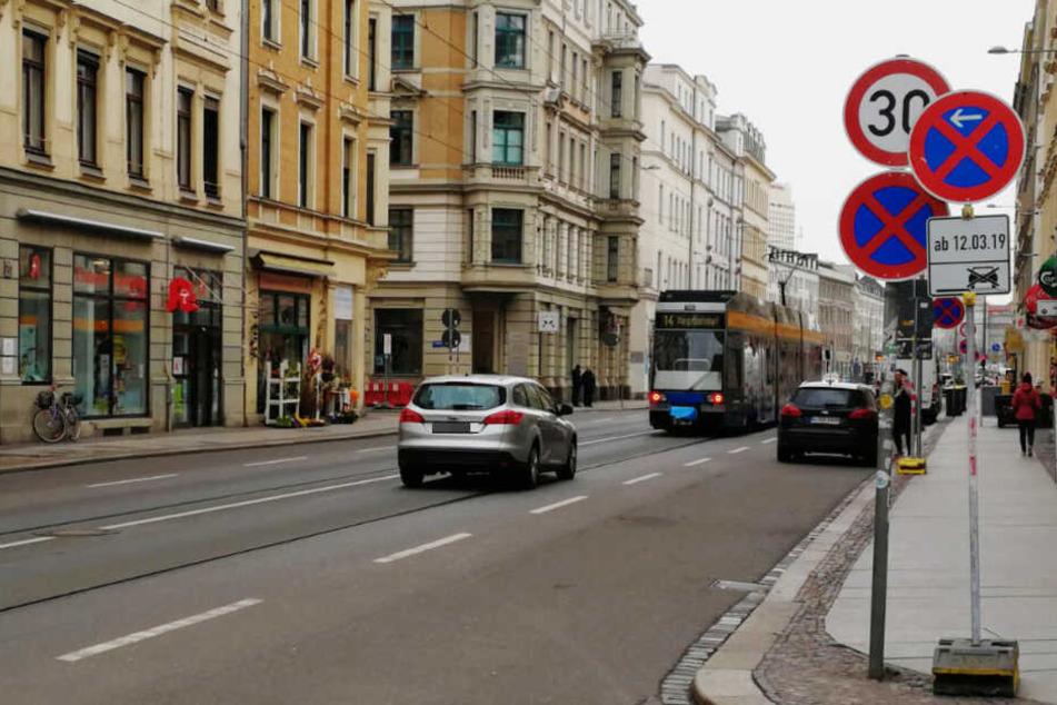 Auf der Jahnallee wurde Tempo 30 und ein Kurzzeit-Parkverbot eingeführt. Dennoch gilt die Straße als eine der gefährlichsten in der Stadt.