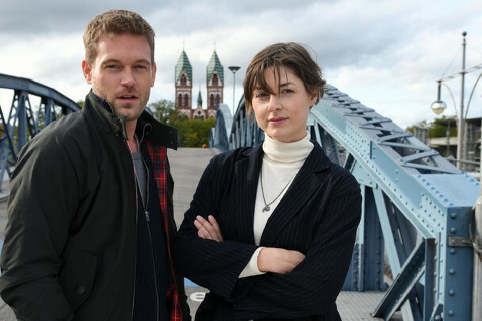 Dennis Danzeisen (Joscha Kiefer, 37) und Tanja Wilken (Katharina Nesytowa, 35) stehen für einen Pilot-Film vor der Kamera.