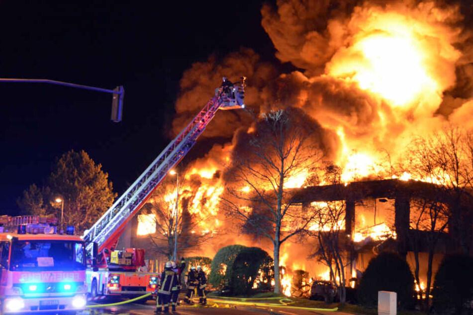 Feuerwehrmann nach Großbrand nicht mehr in Lebensgefahr