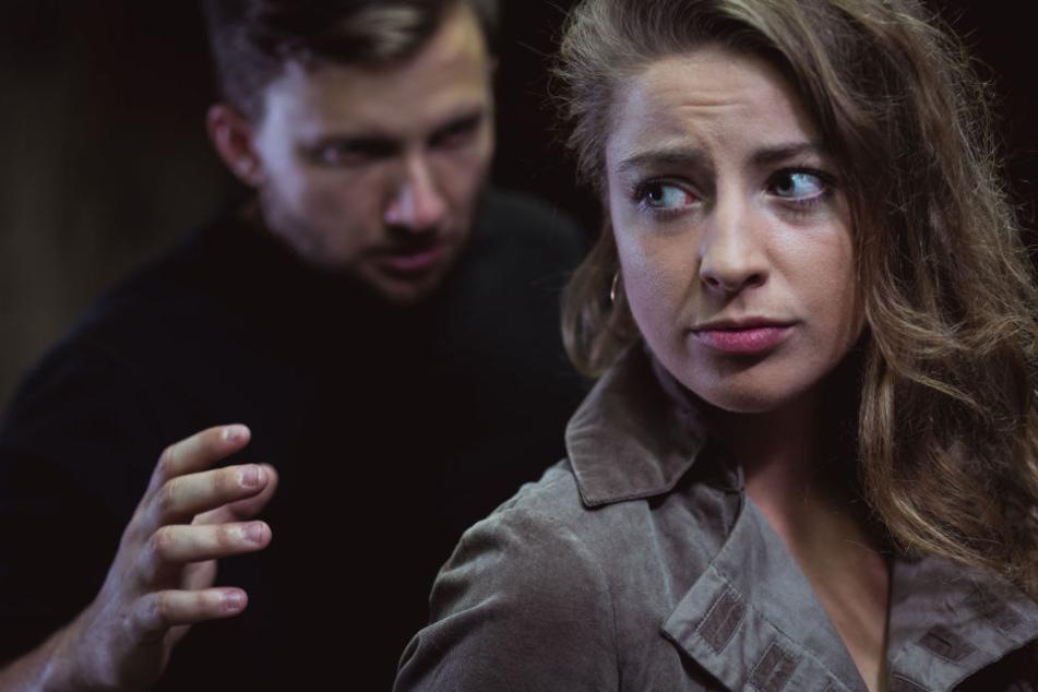 Der mutmaßliche Täter ließ erst von der Frau ab, als die lauthals um Hilfe rief (Symbolbild).