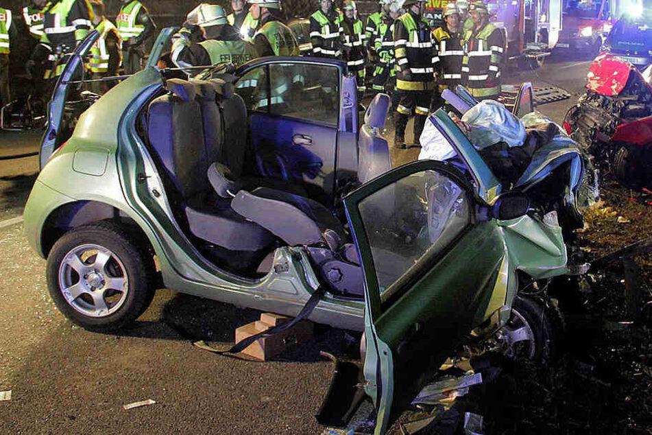 Bei einem schweren Verkehrsunfall auf einer Umgehungsstraße starben zwei Frauen.