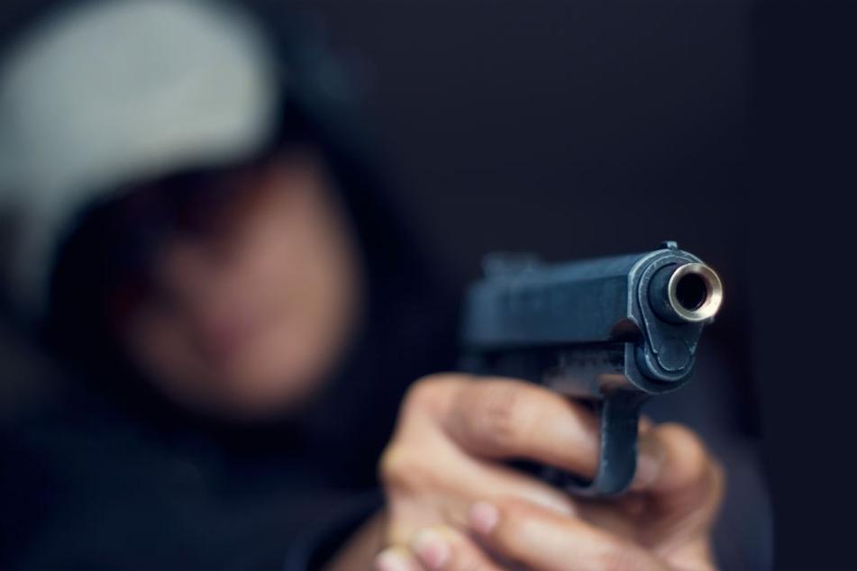 Der gesuchte Räuber hatte eine Waffe.
