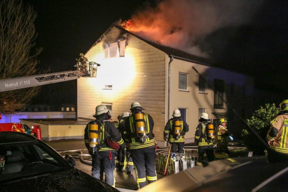 Eine kleine Silvesterfeier in Stolberg hat noch vor Mitternacht wegen eines Wohnungsbrandes ein jähes Ende genommen.