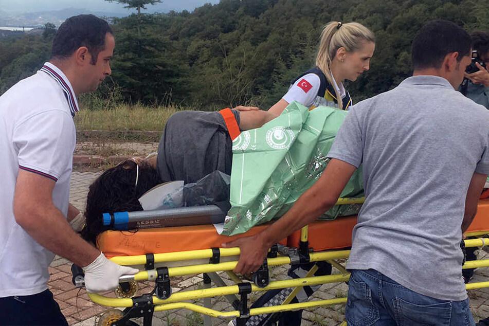 40 Menschen seien gerettet worden, nachdem der Fischkutter, auf dem die Flüchtlinge unterwegs waren, sank.