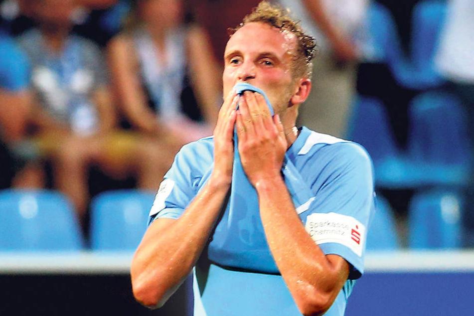 Julius Reinhardt spielt in den Planungen von Trainer Horst Steffen eine tragende  Rolle. Der 29-Jährige muss im zentralen Mittelfeld Schwerstarbeit verrichten.