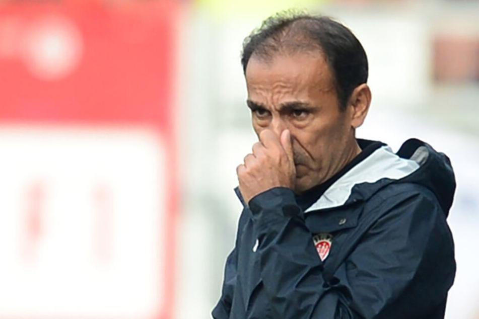 Trainer Jos Luhukay rümpft sich die Nase.