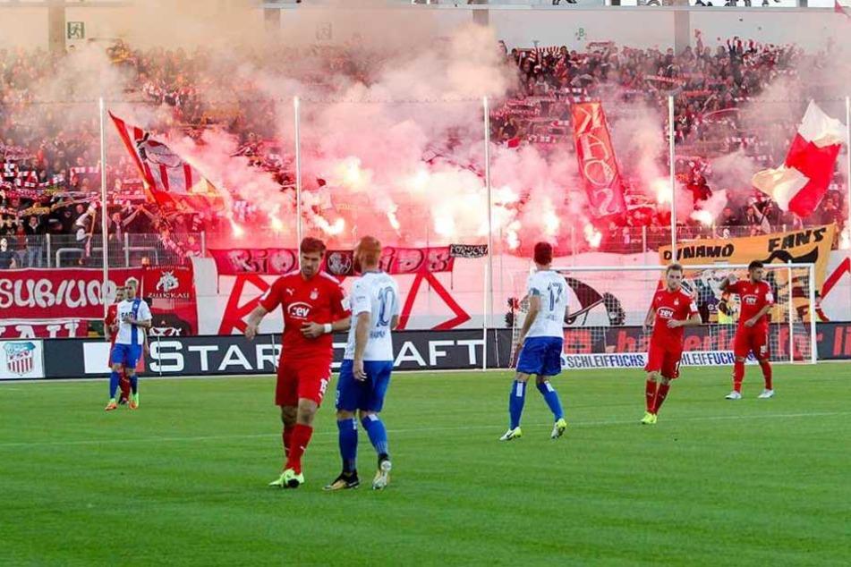 Unter anderem für die Pyrotechnik-Vorfälle im FSV-Block während des Heimspiels gegen den 1. FC Magdeburg mussten die Zwickauer blechen.