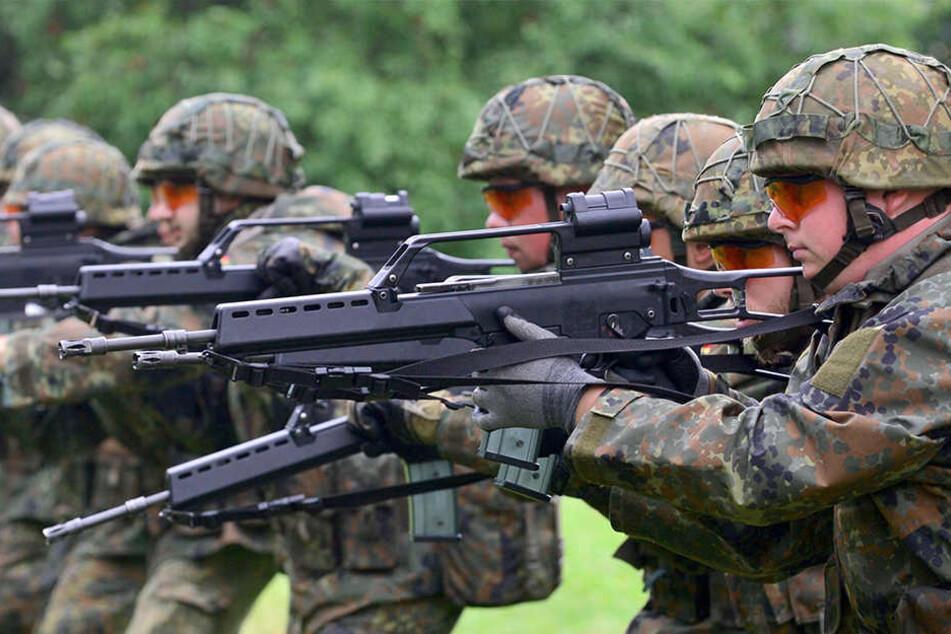 Bei Schießübungen soll es in der Kaserne zu Regelverstößen gekommen sein. (Archivbild)