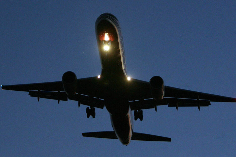 Trotz der Laserpointer-Attacke konnte der Pilot seine Maschine sicher landen. (Symbolbild)