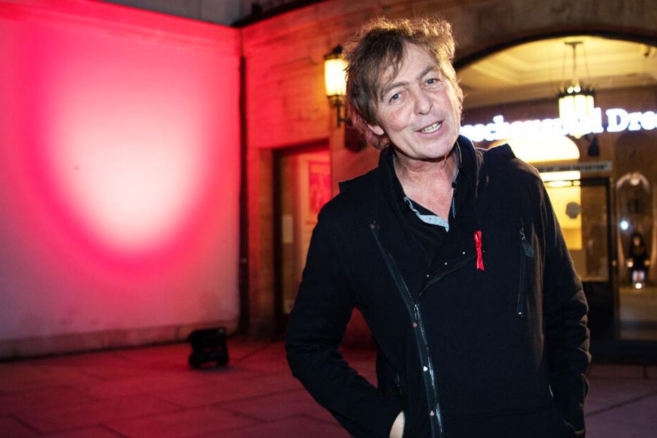 Peter Freudenthaler, Sänger der Band Fools Garden vor dem Staatsschauspiel Dresden.