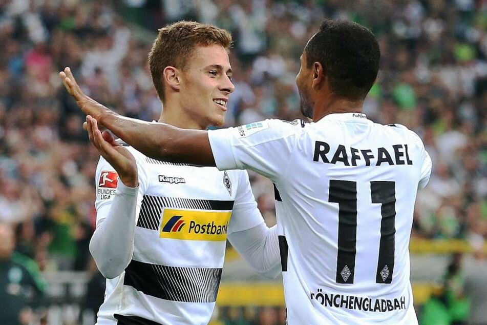 Das Offensivduo Raffael und Thorgan Hazard will Leipzig am Dienstag das Leben schwer machen.