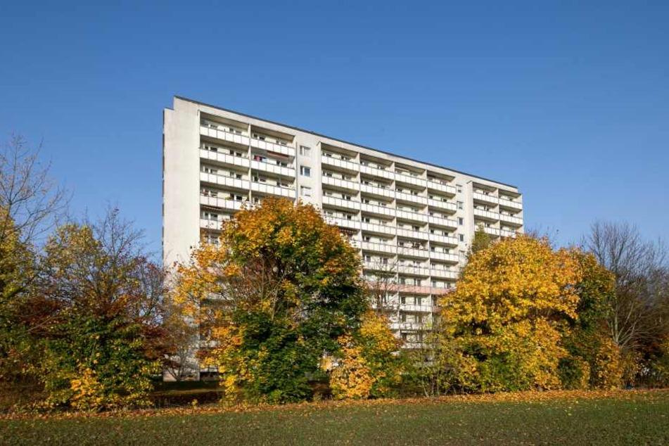 Tatort Plattenbau: An der Remscheider Straße sollen die Angeklagten zwei Frauen vermöbelt haben.