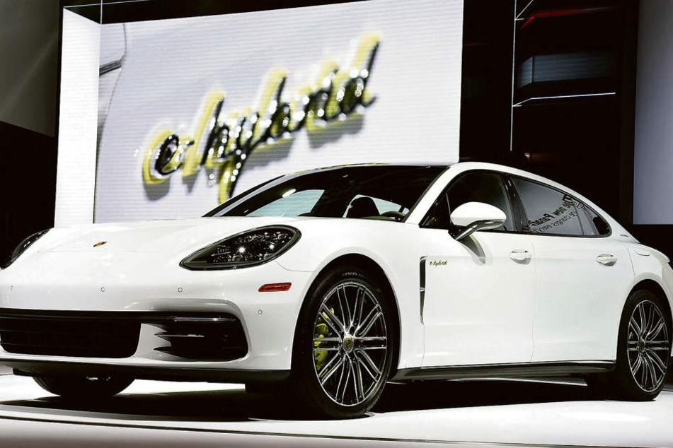 Schick sieht er ja aus, der Porsche Panamera. Doch bei knapp 75.000 Fahrzeugen gibt es Software-Probleme bei der Servolenkung.