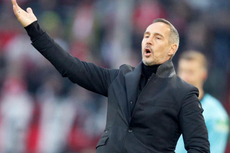 Unverständlich ist für den Eintracht-Coach, dass sein Team bereits am Freitag schon wieder in der Bundesliga gegen den FC Augsburg in der Bundesliga antreten muss.
