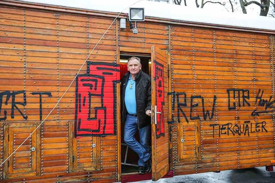 Zirkuschef Mario Müller-Milano (68) ist empört über die Zerstörungswut der Vandalen.