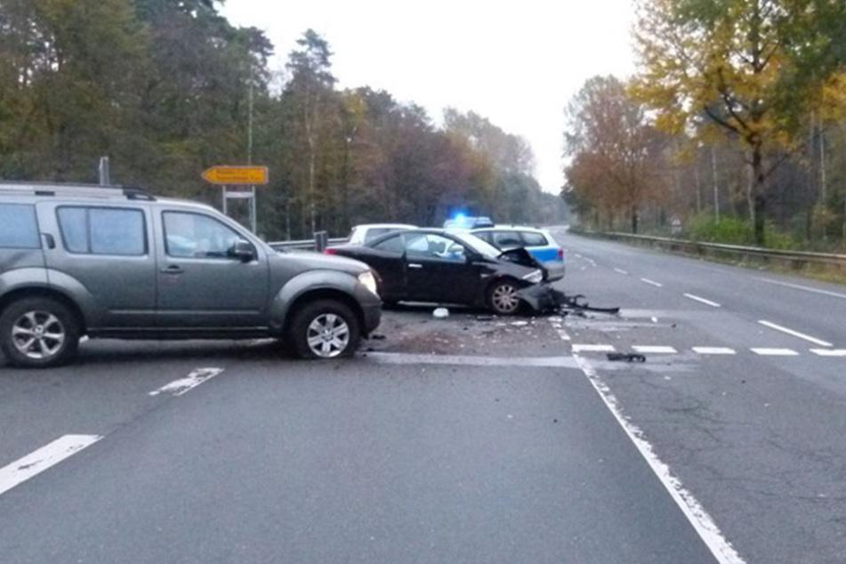 Ein Renault und ein Nissan sind auf der Osnabrücker Straße in Rahden kollidiert.