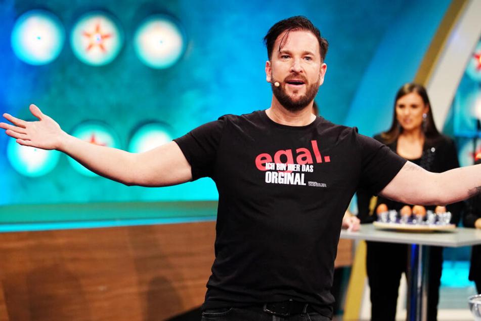 """Michael Wendler ließ sich spontan ein """"egal""""-Shirt drucken. Der Rechtschreibfehler bei """"original"""" fiel ihm aber wohl zu spät auf."""