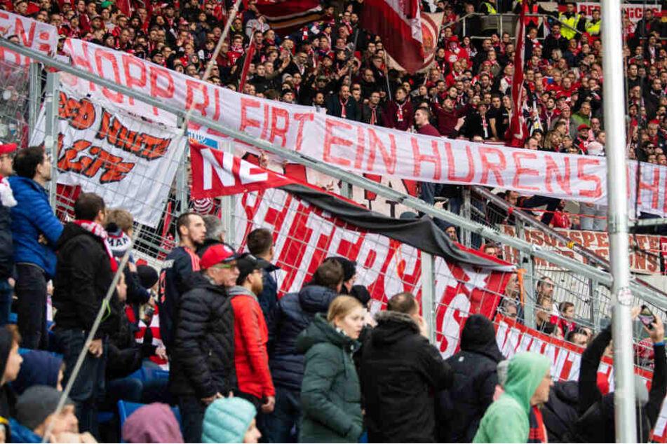 Einige Fans des FC Bayern München benahmen sich beim Spiel gegen die TSG 1899 Hoffenheim daneben.
