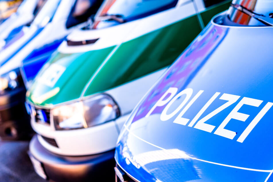 Tragischer Glätte-Unfall: Auto stürzt in Fluss, Fahrer und Kind tot