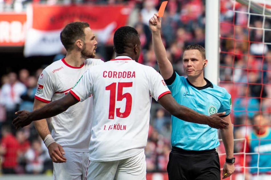 Kölns Cordoba sah nach 45 Minuten die Rote Karte.