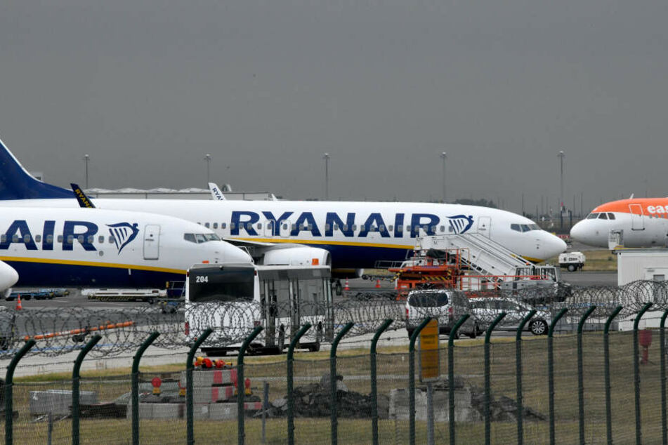 Durch den Streik der irischen Fluggesellschaft Ryanair fallen am Freitag 52 Landungen aus (Symbolbild).