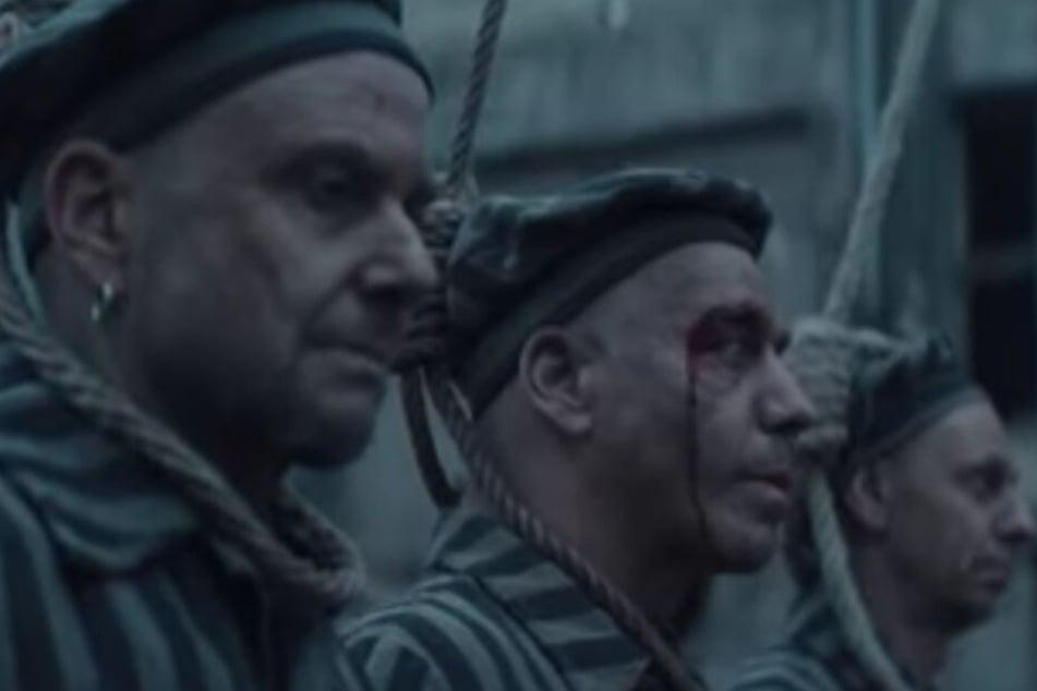 Rammstein als KZ-Häftlinge: Geht die Band damit zu weit?